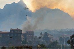 Incendie sur la montagne emblématique du Cap