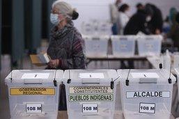 Chili: plébiscite de candidats indépendants pour réécrire la constitution héritée de Pinochet
