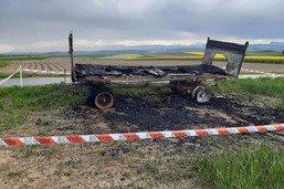 Un char des opposants aux initiatives brûlé à Villars-le-Grand