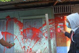 Birmanie : peinture rouge dans les rues pour dénoncer la répression