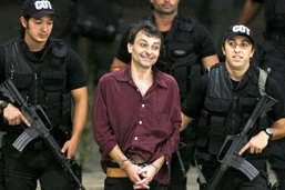 Battisti a cessé sa grève de la faim après avoir changé de prison