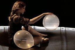 Le ballon, ludique et sensuel à la fois