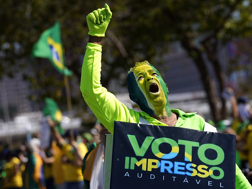 Bolsonaro hausse encore le ton au sujet des élections