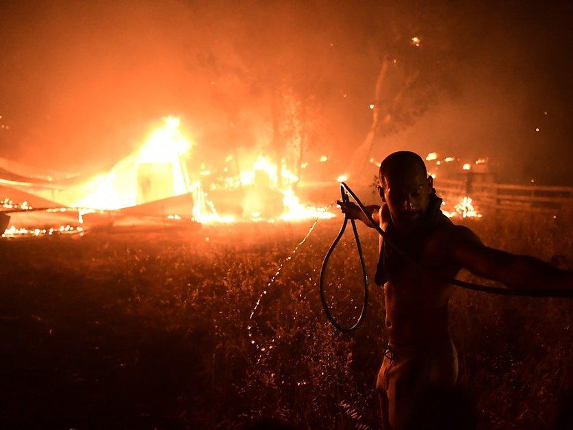 Un homme tué dans les incendies qui font rage en Albanie