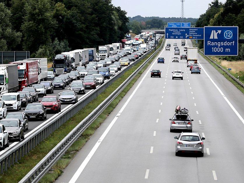 Allemagne: les ventes de voitures neuves plongent à nouveau