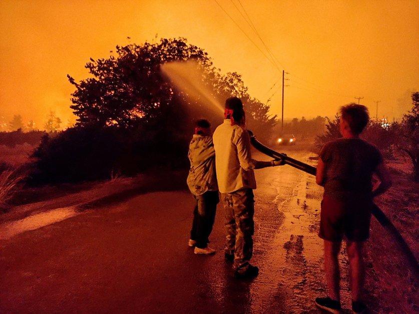 Les incendies continuent de faire rage au sud de l'Europe