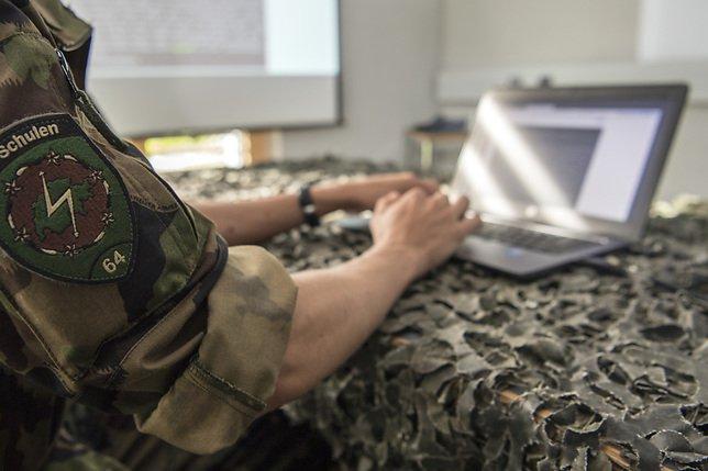 Le chef de l'armée admet des erreurs dans les coûts informatiques