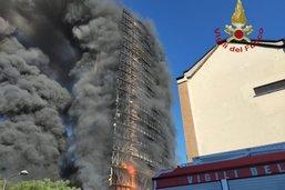 Un immeuble de 20 étages ravagé par un incendie à Milan