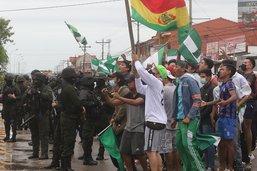 """Manifestations contre le gouvernement, qui crie au """"coup d'Etat"""""""