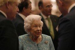 La reine britannique Elizabeth II a passé la nuit à l'hôpital