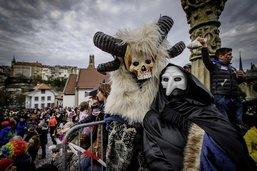 Le carnaval sur le terrain de foot