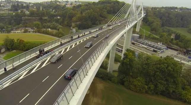 L'ouverture du pont de la Poya a été filmée depuis un drone. © MediaDrone/La Liberté